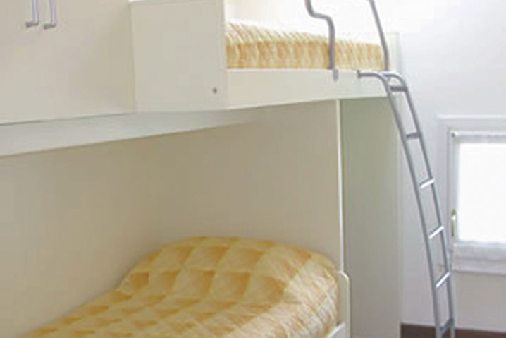 camera letto a castello appartamento arredato Raffaello