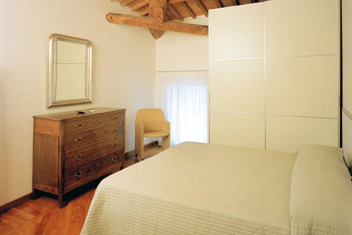 camera matrimoniale appartamento arredato Raffaello