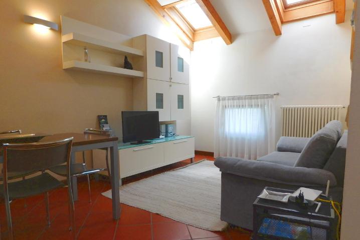 soggiorno appartamento arredato Raffaello