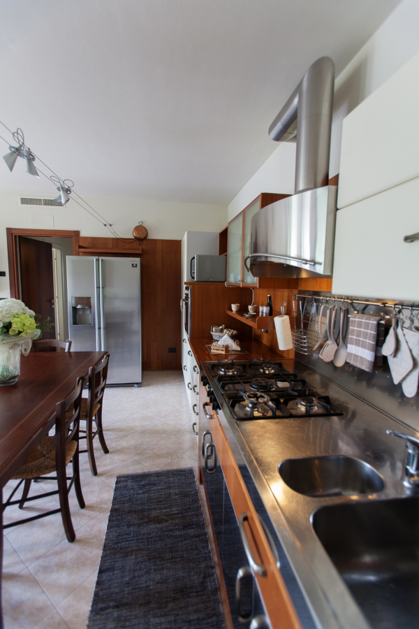 fully equipped kitchen in apartment in Soave