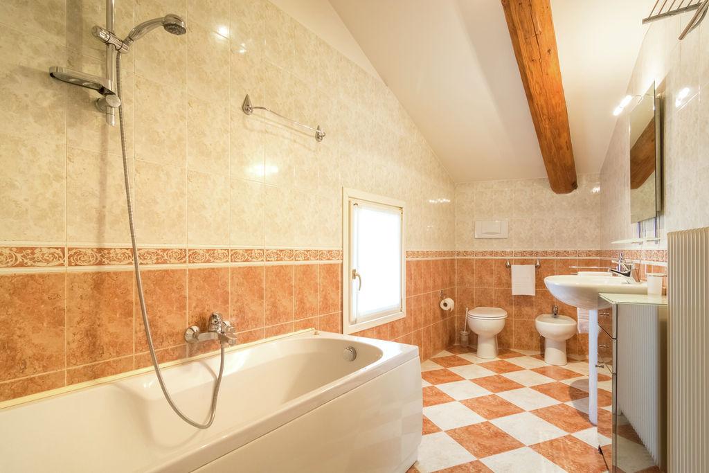 bathroom Leonardo