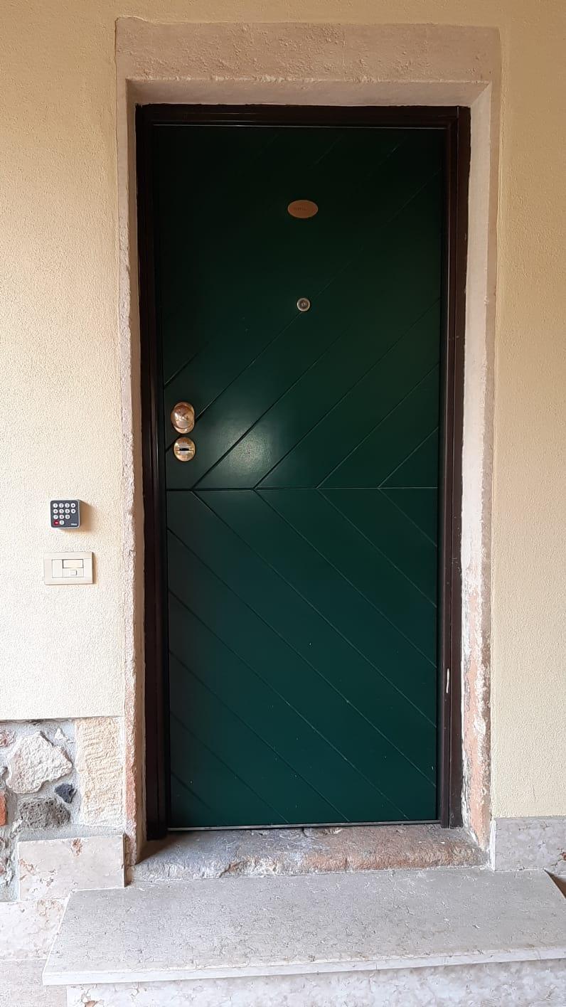 porta con tastierino appartamento Raffaello