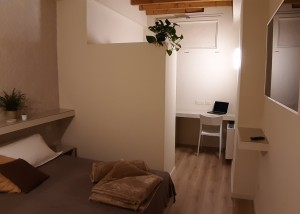 bedroom with desk L2