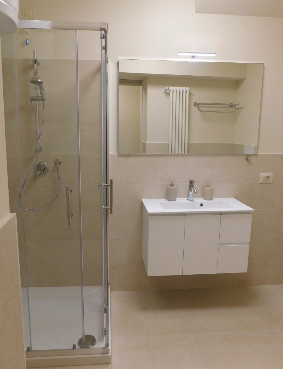 shower in modern apartment L3