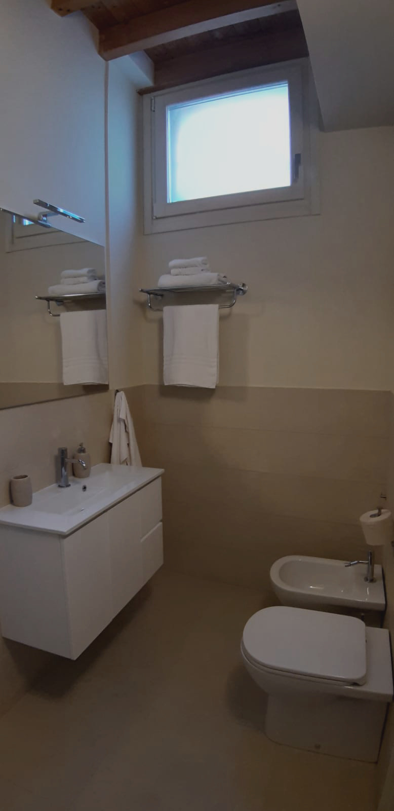 bathroom with window loft L2
